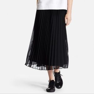NWT Uniqlo high-waist chiffon pleated skirt